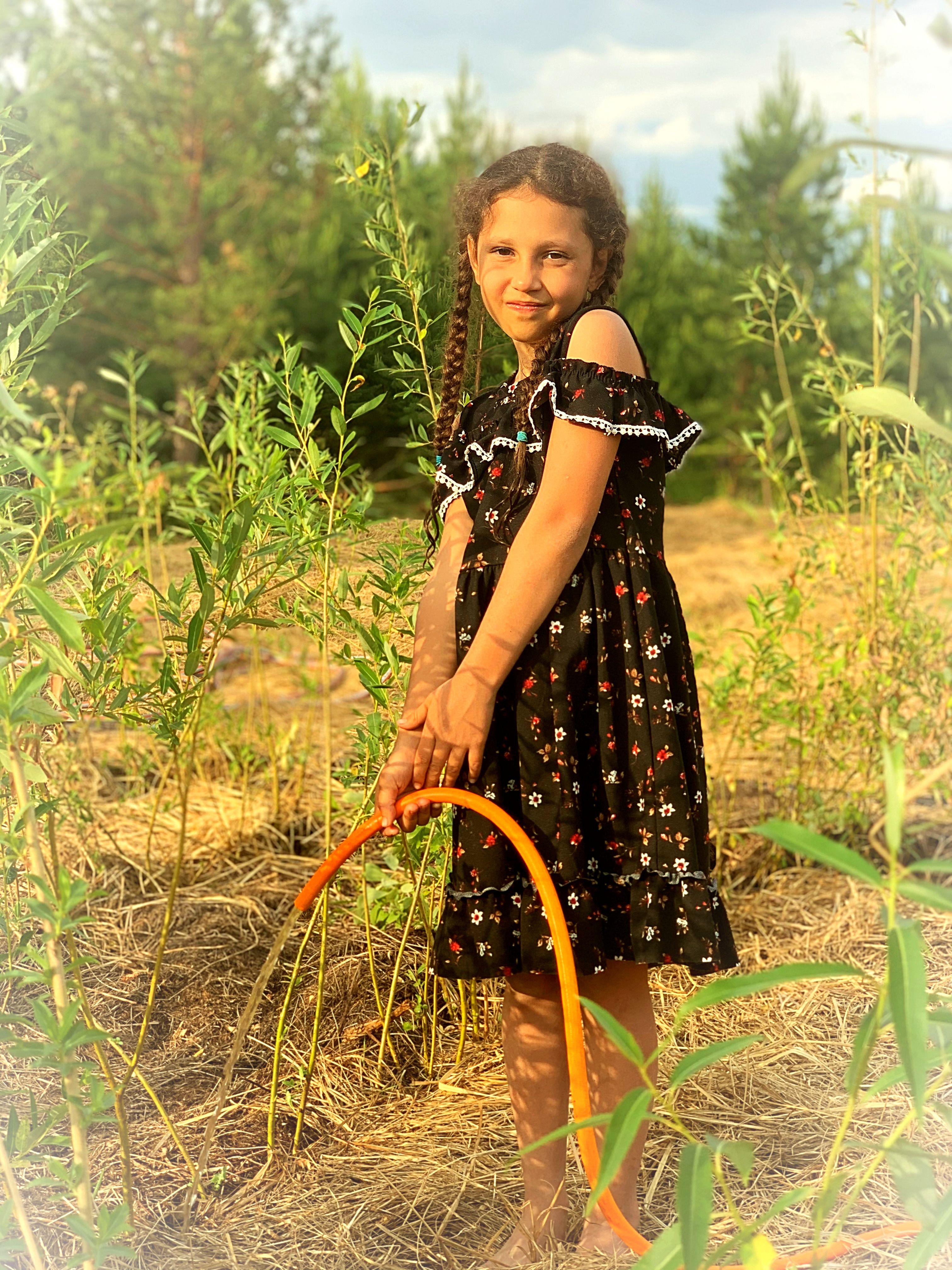 Дети семьи Караваевых обустраивают свои участочки в поместье (2).jpeg