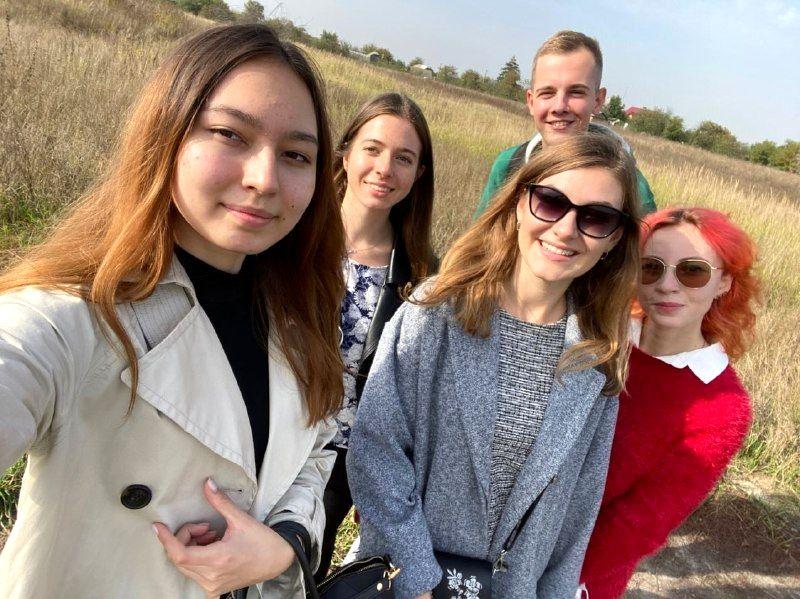 Студенты медики в кедровом питомнике Кедры Украины (2).jpg