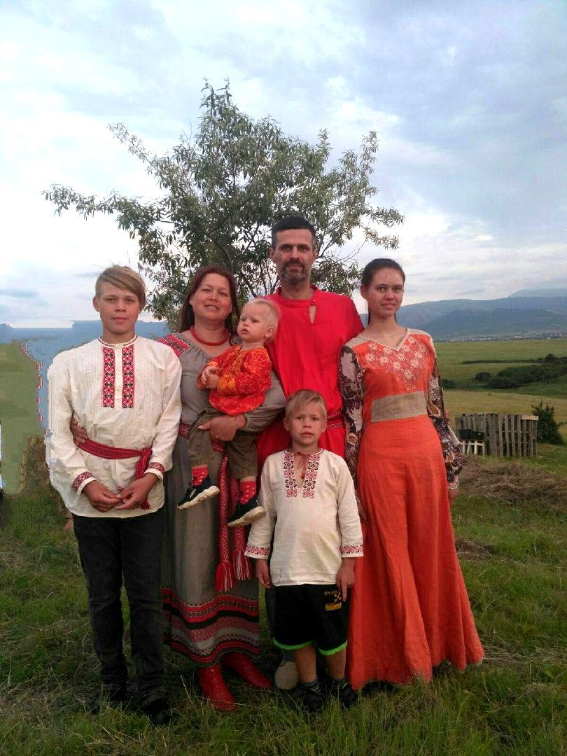 Семья Карман - дети в поместье (5).jpg