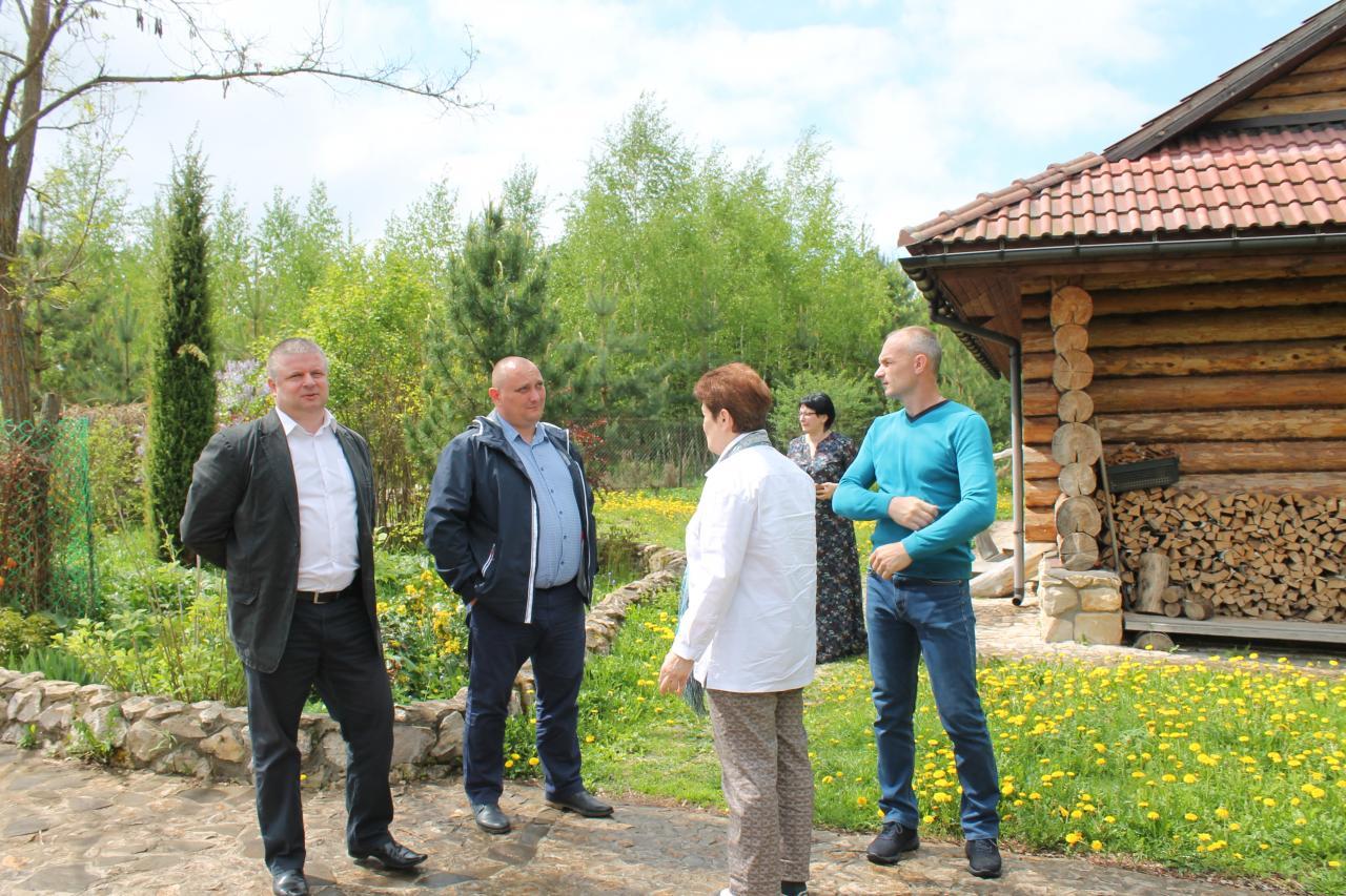 Тульские эксперты ОНФ изучили опыт создания родового поместья под Тулой.JPG