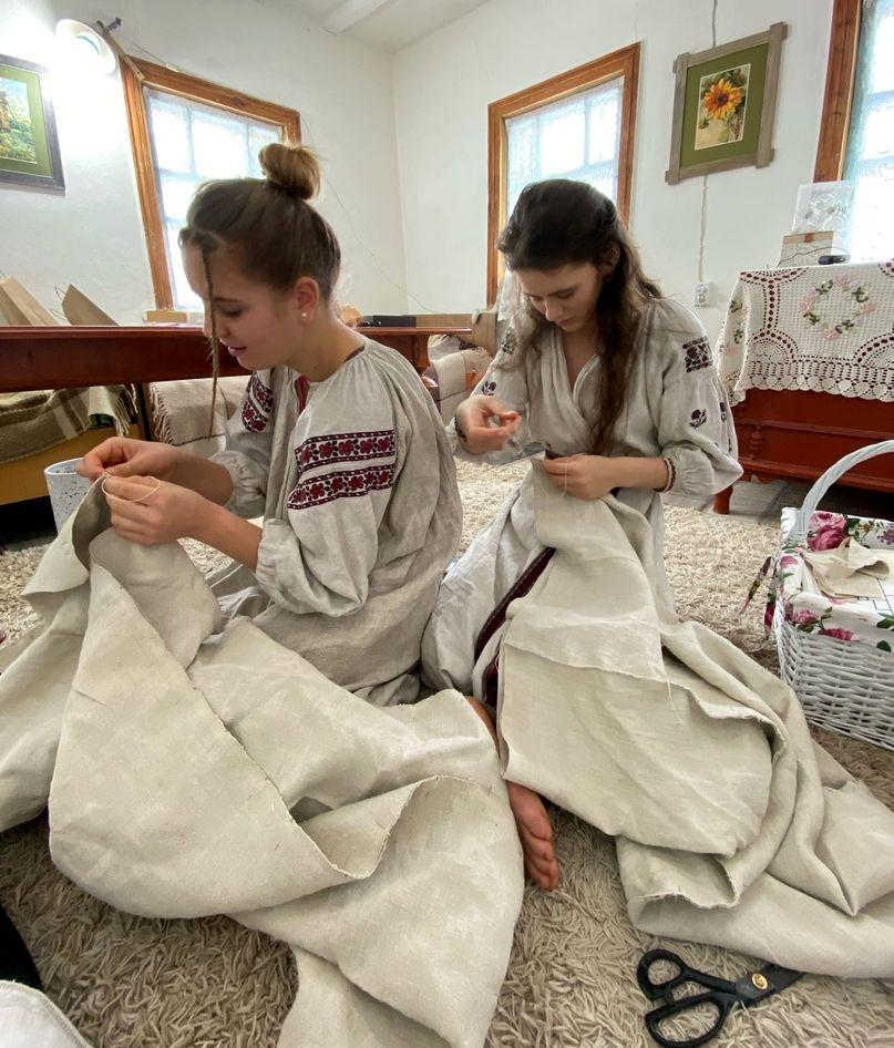 Развитие мастерства по пошиву старинной рубахи в РП Украины (4).jpg
