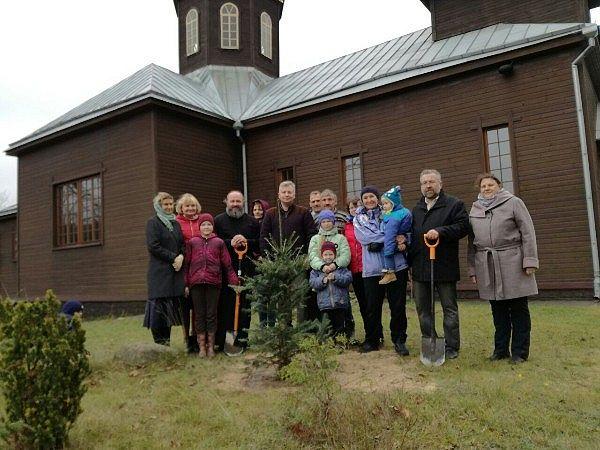 Посадка деревьев вокруг церкви в Киевце. ПРП Росы (1).jpg