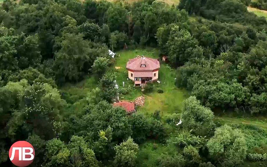 Свои дома с землёй они называют родовыми поместьями (1).jpg