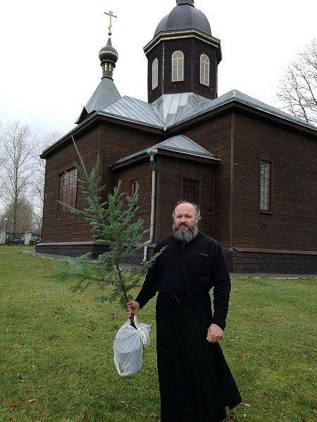 Посадка деревьев вокруг церкви в Киевце. ПРП Росы (5).jpg