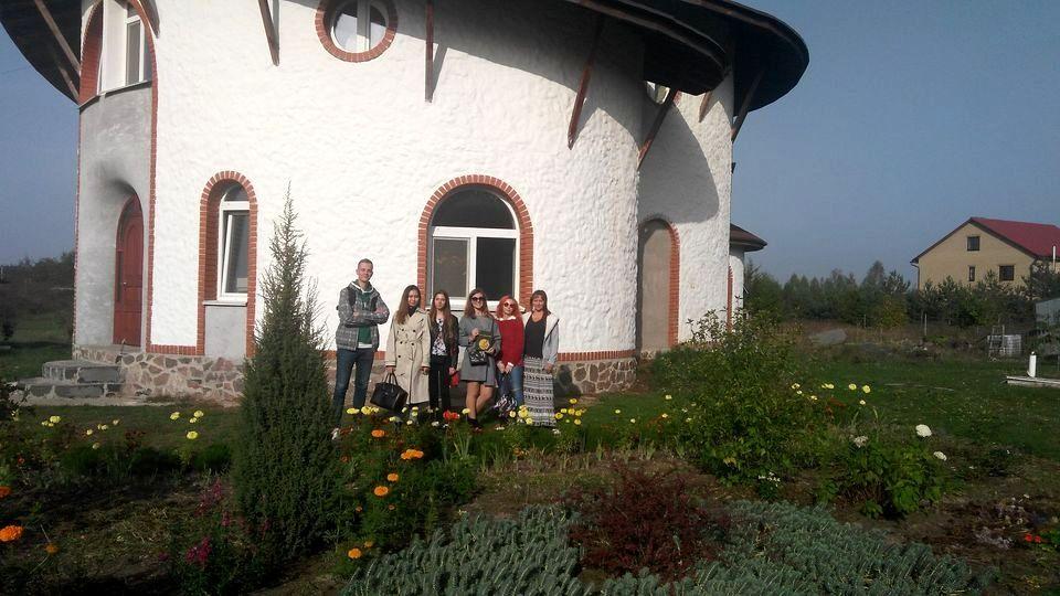Студенты медики в кедровом питомнике Кедры Украины (1).jpg