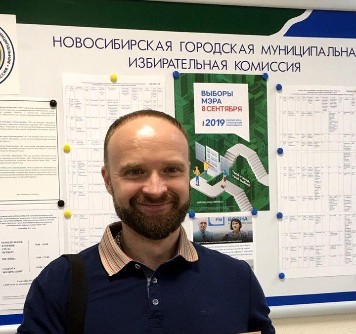 анонс А.Токарев с удостоверением Новосибирск.jpg