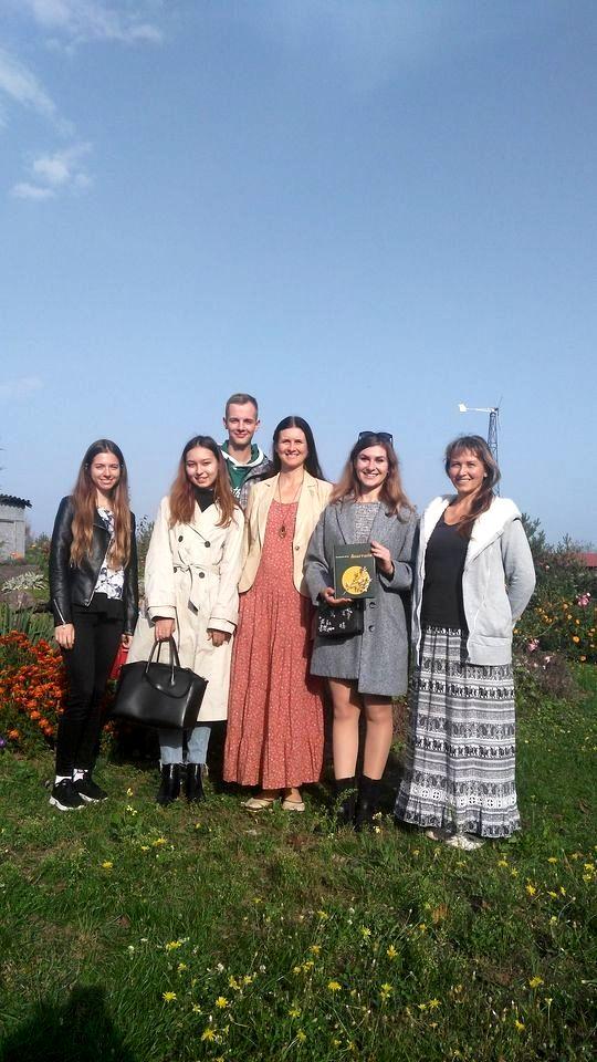 Студенты медики в кедровом питомнике Кедры Украины (4).jpg