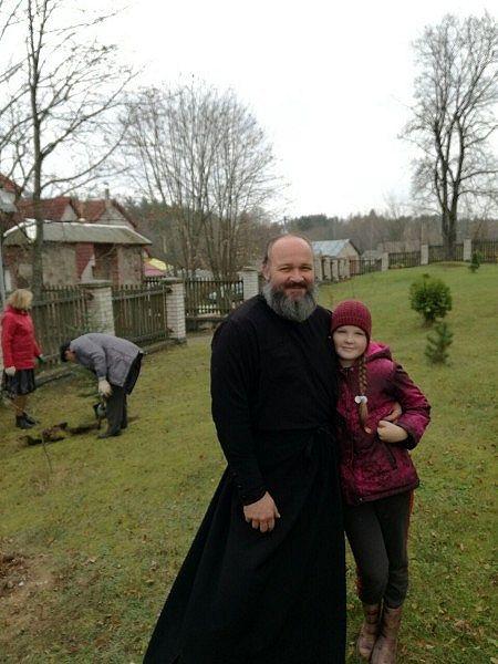 Посадка деревьев вокруг церкви в Киевце. ПРП Росы (6).jpg