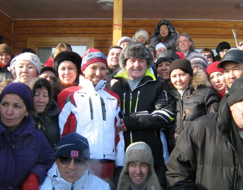 А.Назарбаева и В.Мегре в Алмарай.jpg