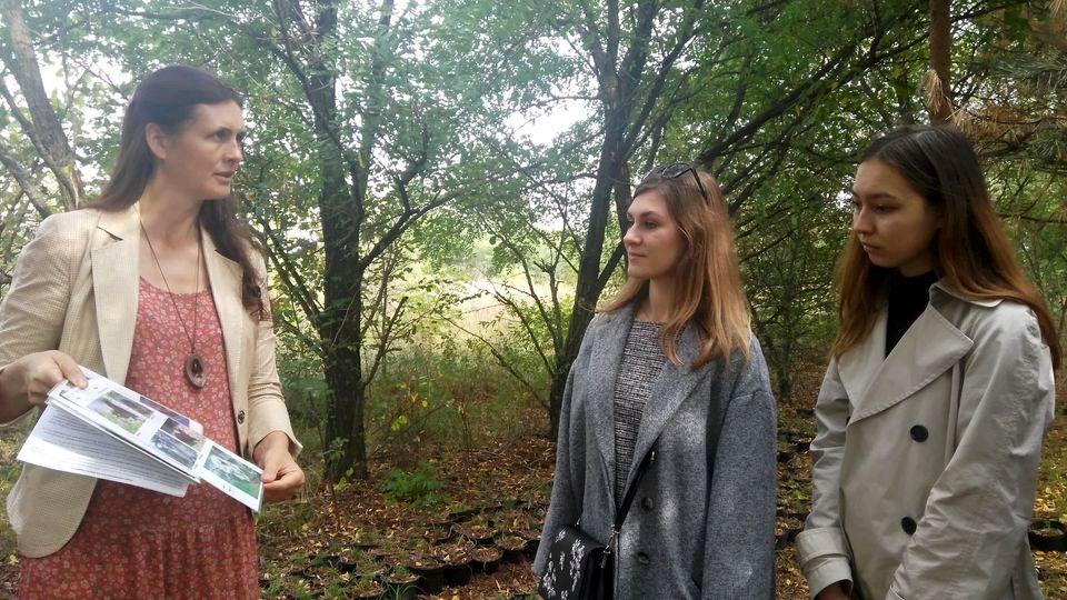 Студенты медики в кедровом питомнике Кедры Украины (3).jpg